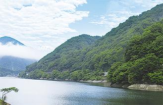 山北町の丹沢湖畔