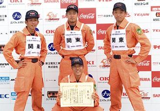 佐藤さん(前列中央)、久保田さん(後列左)、小池さん(中央)、根岸さん(右)、