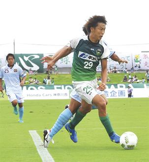 リーグ戦初先発を果たし、攻撃を活性化させた石田選手=25日、相模原ギオンスタジアム