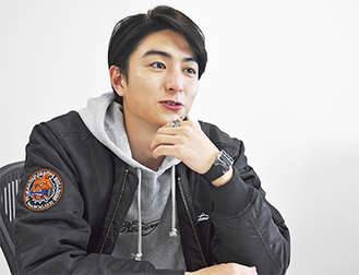 稲葉 友さん プロフィール―――1993年1月12日生まれ 相模原市出身の23歳。2009年、第22回ジュノン・スーパーボーイ・コンテストで過去最多の1万5,491人の中からグランプリを受賞。野球、バスケットボール、ハンドボールなど球技が得意な一方、大の音楽好きでもある。俳優としては10年、テレビドラマ「クローンベイビー」でデビュー。昨年10月期には4本のドラマに出演する等活躍