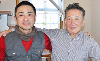 同組合の広報担当の拇速(ぼそく)昭仁さんと坂本さん