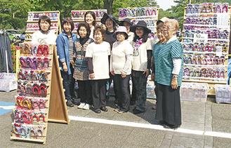 「東日本大震災復興支援 布ぞうり展」を手がける青い鳥のメンバー