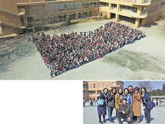 拡張された校庭でドローンによる記念撮影に臨んだ富士見小の児童・職員(上)準備を進めてきた同小PTAのメンバー=2月28日、富士見小