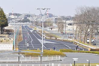 整備が進み、全体像が明らかになりつつある南北道路=25日撮影