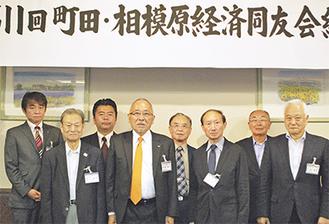 新旧役員のメンバーら(前列中央左が祇園氏)=11日、ホテルラポール千寿閣