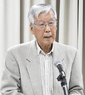 講演する古川元助役