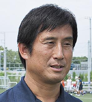 質問に応じる須永ヘッドコーチ=26日
