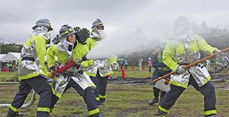迫力あふれる消火訓練(写真は過去)