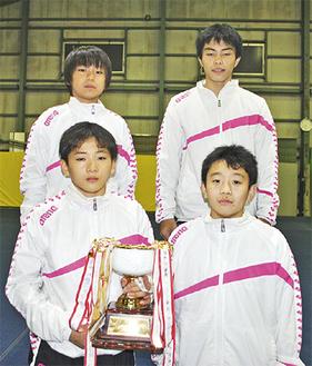 中学生男子団体優勝に輝いた4選手