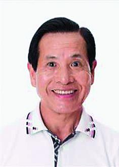 ラジオ体操を指導する長野氏