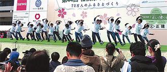 ステージでの歌やダンス披露などで中央区をPRするボーイズ
