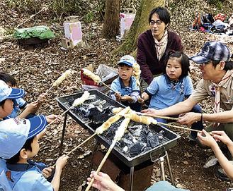 野外での様々な活動に取り組むボーイスカウト