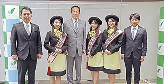 (左から)小山理事長、所谷さん、加山市長、山村さん、高橋さん、片山大使