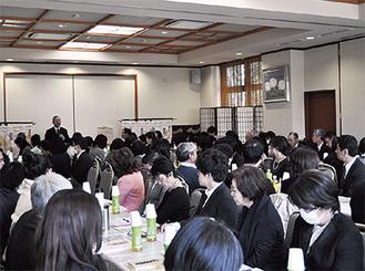 約120人が参加した勉強会=3月30日、亀ヶ池八幡宮