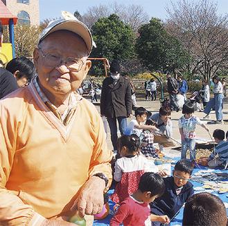 野口さんと釣り堀で遊ぶ子どもたち=3月25日、相模原麻溝公園