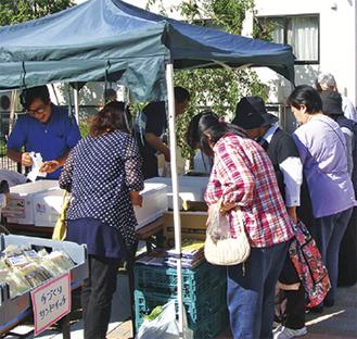 地場野菜や米、卵なども並ぶ朝市(写真は過去)