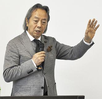 講演する松本氏