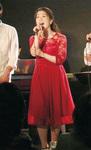 有志メンバーによる「ミュージカルライブ」に出演する篠崎さん