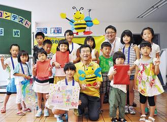 小松さん(中央)と参加者