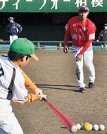 支援試合、野球教室で交流