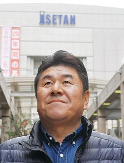 中田克己さん(58)=相模大野駅コリドー通りで相模大野駅周辺商店会連合会長相模大野の「すし魚菜かつまさ」代表取締役で、同地に住んで約30年。連合会長として伊勢丹相模原店とともに活気あるまちづくりに取組んでいる