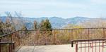 大明神展望台で天皇陛下は北丹沢の山々を見渡されたという=4月18日撮影