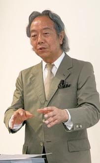 身振り手振りを交え講演した松本氏