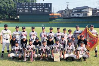 優勝した緑が丘・大野台中学校野球部ナイン =提供写真