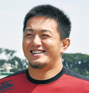 土佐誠選手=関東学院大学出身。33歳。NECから移籍。フランカー、ナンバーエイト。主将として今年トップリーグ昇格に導く。「世界のラグビーを肌で感じて」