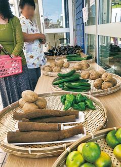 裸売りされる地場野菜の数々=提供写真