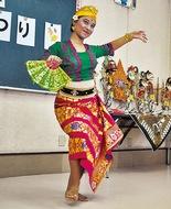 バリ舞踊に大歓声