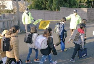 子どもたちの登下校を見守るボランティアメンバー