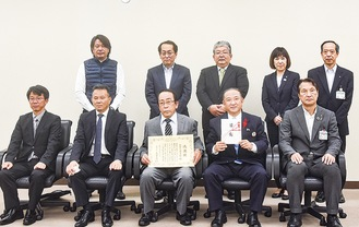 本村市長と同組合メンバー