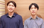 取材に答えた草野代表(左)と広報担当の佐々木耀介さん=10月14日