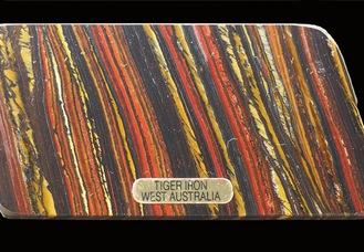 縞状鉄鉱層(オーストラリア)=相模原市立博物館提供