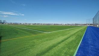 オープンする人工芝グラウンド=市提供