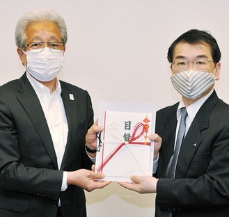 小泉代表理事組合長(左)と井關病院長=JA相模原市提供