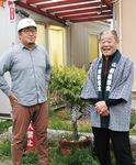 事務局の梶山さん(左)と出頭運営委員長=16日