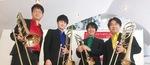 覚張さん(左)と同ユニットのメンバー