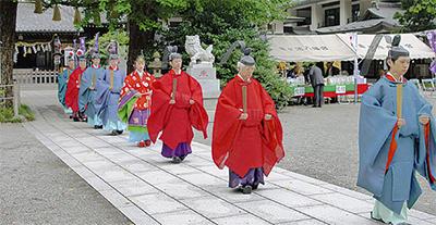 伝統の例大祭今年は復興を祈願