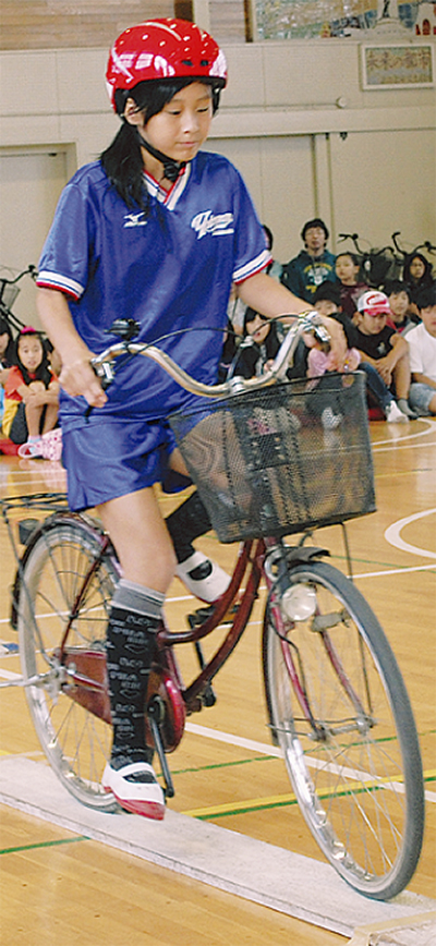 代表児童が乗り方指導
