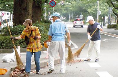 さくら通りを清掃