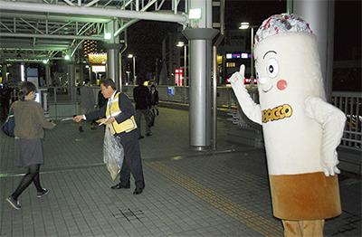 相模原駅前で啓発活動