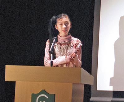 英語でスピーチ熱演