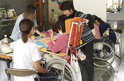 ネイルで障害者支援
