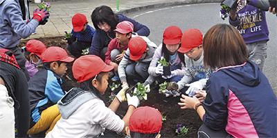 小・中連携で花壇整備