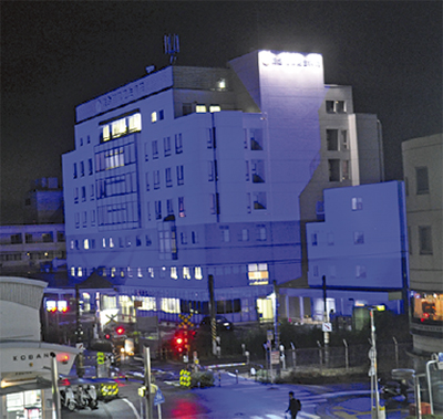 更生病院が青一色に