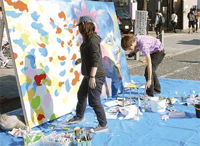 路上彩る「芸術の祭典」