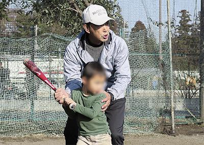 野球通じ児童と交流
