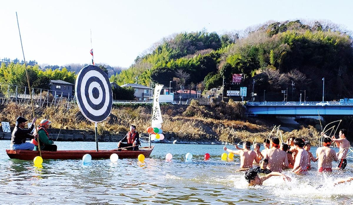 寒中水泳で健康祈願 1日、相模川で | さがみはら中央区 | タウンニュース